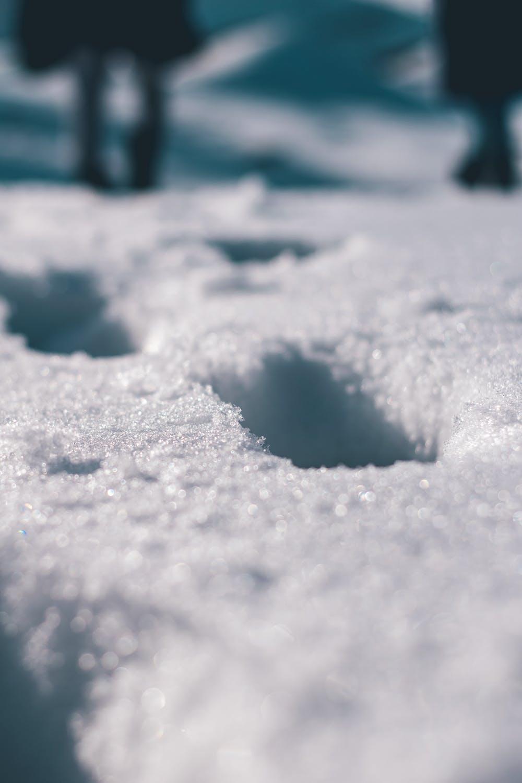 durch Tiefschnee spazieren, Fußstapfen, Winter,