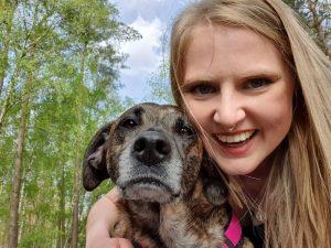 Kristin Bothe und Maja Therapiebegleithündin in unserer Ergotheraphiepraxis